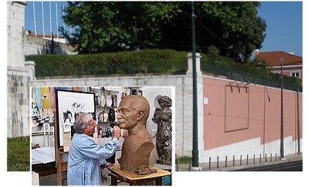 Francisco Simões a trabalhar o busto de Tito de Morais