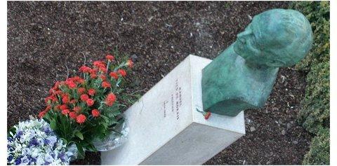 Flores Tito de Morais - Homenagem da Comissão Executiva e do Partido Socialista